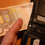 Peniaze pri cestovaní – dostupnosť a bankomaty