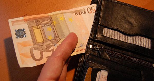 Peniaze pri cestovaní - dostupnosť a bankomaty